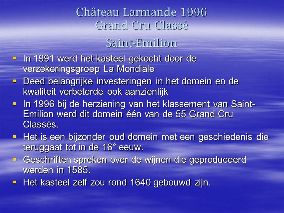 Château Larmande 1996 Grand Cru Classé Saint-Emilion  In 1991 werd het kasteel gekocht door de verzekeringsgroep La Mondiale  Deed belangrijke investeringen in het domein en de kwaliteit verbeterde ook aanzienlijk  In 1996 bij de herziening van het klassement van Saint- Emilion werd dit domein één van de 55 Grand Cru Classés.