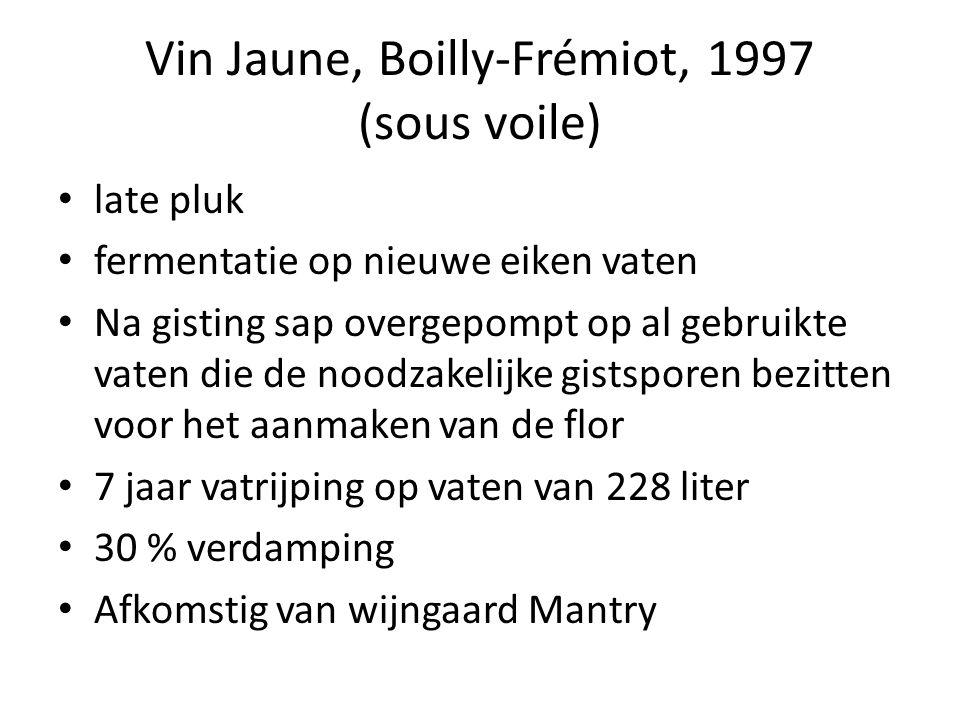 Vin Jaune, Boilly-Frémiot, 1997 (sous voile) late pluk fermentatie op nieuwe eiken vaten Na gisting sap overgepompt op al gebruikte vaten die de noodzakelijke gistsporen bezitten voor het aanmaken van de flor 7 jaar vatrijping op vaten van 228 liter 30 % verdamping Afkomstig van wijngaard Mantry