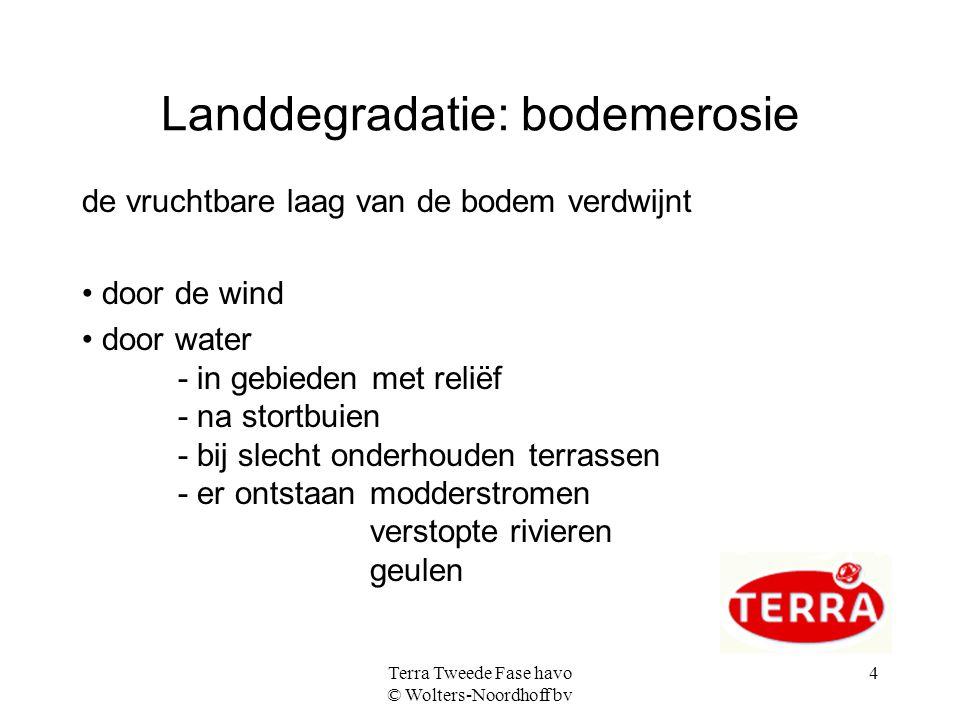 Terra Tweede Fase havo © Wolters-Noordhoff bv 4 Landdegradatie: bodemerosie de vruchtbare laag van de bodem verdwijnt door de wind door water - in geb