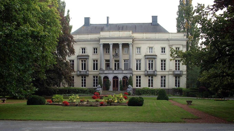 Ingang van het kasteel Mariahove te Bellem.