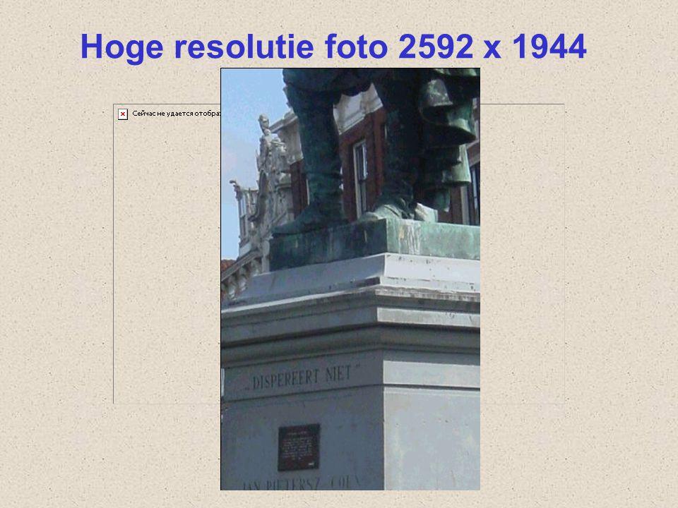 Beeldscherm Weergave foto op beeldscherm Aantal pixels: 1024 x 768 Of hoger: 1600 x 1024 pixels Aantal kleuren: high of true color (16 of 32 bits = 2 of 4 byte)