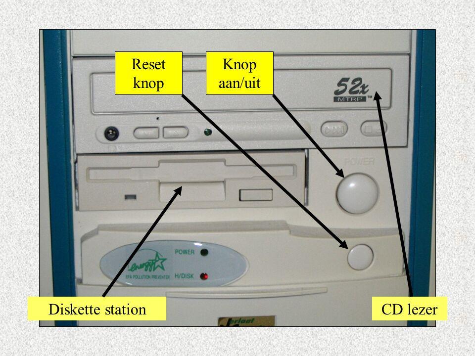 Knop aan/uit Reset knop Diskette stationCD lezer
