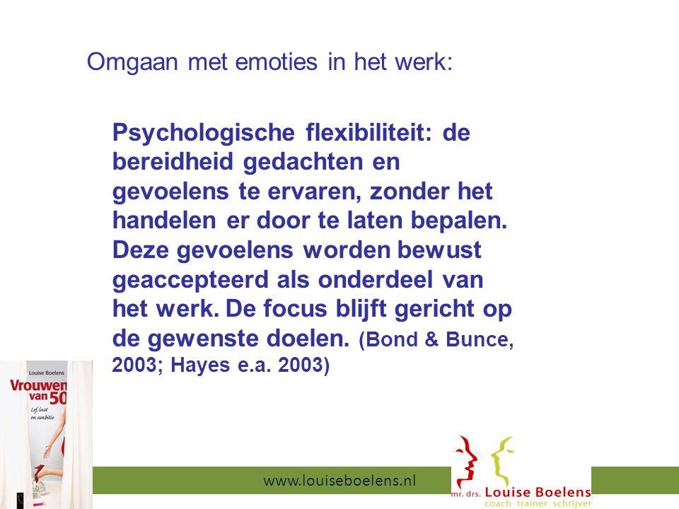 Omgaan met emoties in het werk: Psychologische flexibiliteit: de bereidheid gedachten en gevoelens te ervaren, zonder het handelen er door te laten bepalen.