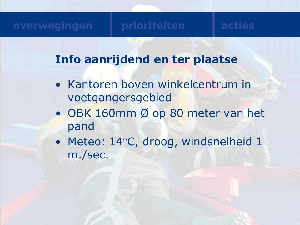 Info aanrijdend en ter plaatse Kantoren boven winkelcentrum in voetgangersgebied OBK 160mm Ø op 80 meter van het pand Meteo: 14C, droog, windsnelheid