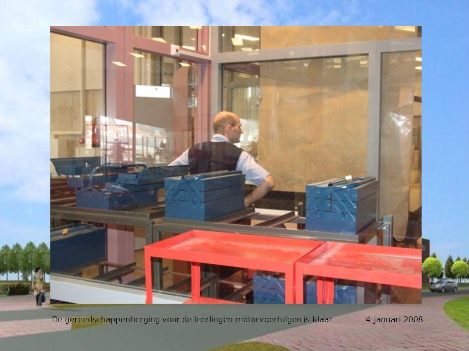 De gereedschappenberging annex magazijn motorvoertuigen wordt ingericht 4 januari 2008