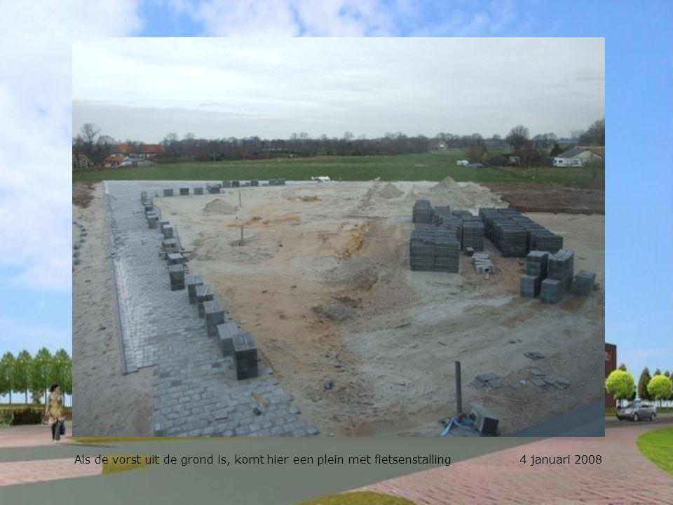 Als de vorst uit de grond is, komt hier een plein met fietsenstalling 4 januari 2008