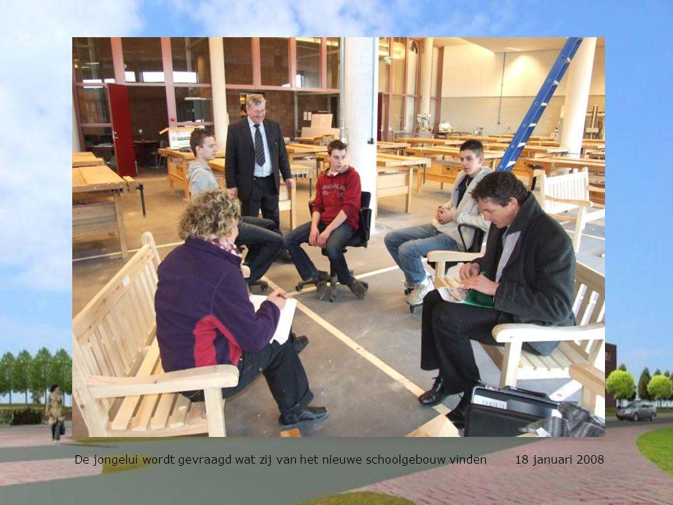 De jongelui wordt gevraagd wat zij van het nieuwe schoolgebouw vinden 18 januari 2008