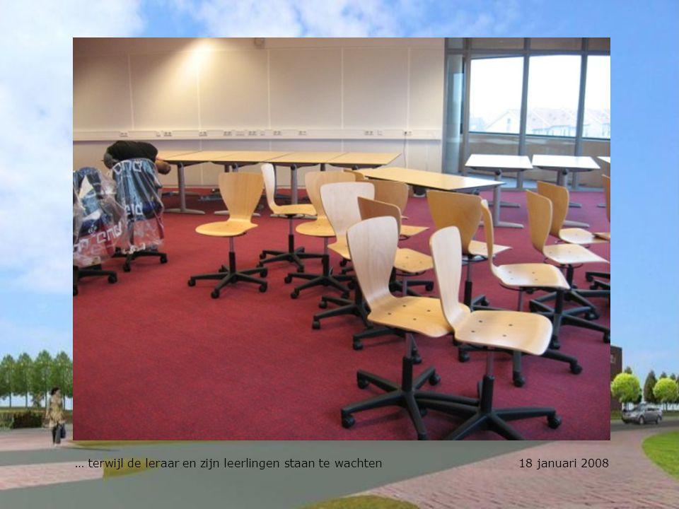 … terwijl de leraar en zijn leerlingen staan te wachten 18 januari 2008