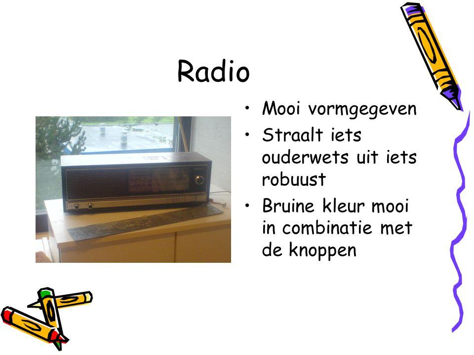 Radio Mooi vormgegeven Straalt iets ouderwets uit iets robuust Bruine kleur mooi in combinatie met de knoppen