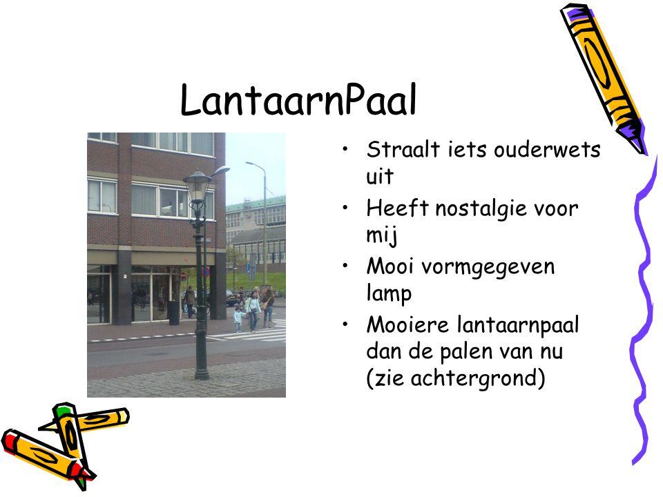 LantaarnPaal Straalt iets ouderwets uit Heeft nostalgie voor mij Mooi vormgegeven lamp Mooiere lantaarnpaal dan de palen van nu (zie achtergrond)