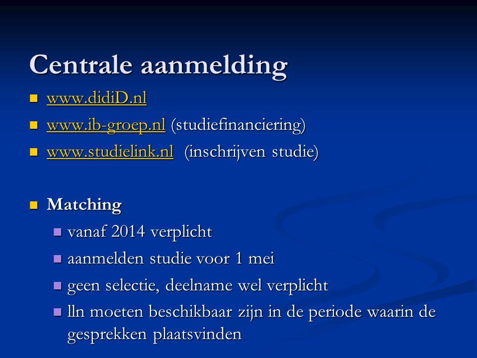 Financiele plaatje (gegevens sep-dec 2013) collegegeld 1835,- euro collegegeld 1835,- euro prestatiebeurs prestatiebeurs basisbeurs en ov-kaart (voor iedereen) basisbeurs en ov-kaart (voor iedereen) (thuiswonend 98 en uitwonend 273 euro) aanvullende beurs (thuis 232/uit 252 euro) aanvullende beurs (thuis 232/uit 252 euro) rentedragende lening (289 euro) rentedragende lening (289 euro) collegegeldkrediet (153 euro) collegegeldkrediet (153 euro) 4 jaar studiefinanciering 4 jaar studiefinanciering 3 jaar een lening 3 jaar een lening in 10 jaar afstuderen in 10 jaar afstuderen Bij voldoende prestatie wordt de beurs omgezet in een gift (prestatiebeurs) Bij voldoende prestatie wordt de beurs omgezet in een gift (prestatiebeurs)
