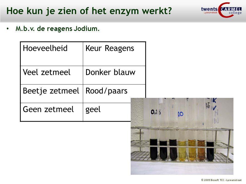 © 2009 Biosoft TCC - Lyceumstraat Hoe kun je zien of het enzym werkt? M.b.v. de reagens Jodium. HoeveelheidKeur Reagens Veel zetmeelDonker blauw Beetj