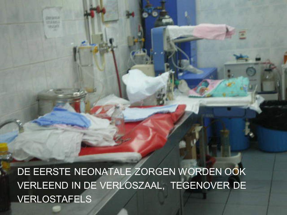 . DE EERSTE NEONATALE ZORGEN WORDEN OOK VERLEEND IN DE VERLOSZAAL, TEGENOVER DE VERLOSTAFELS