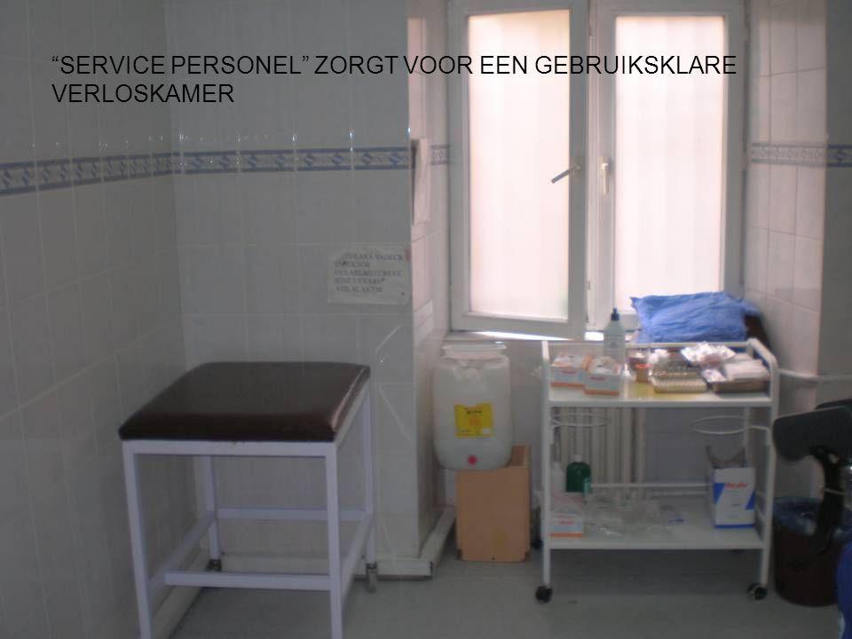 . SERVICE PERSONEL ZORGT VOOR EEN GEBRUIKSKLARE VERLOSKAMER