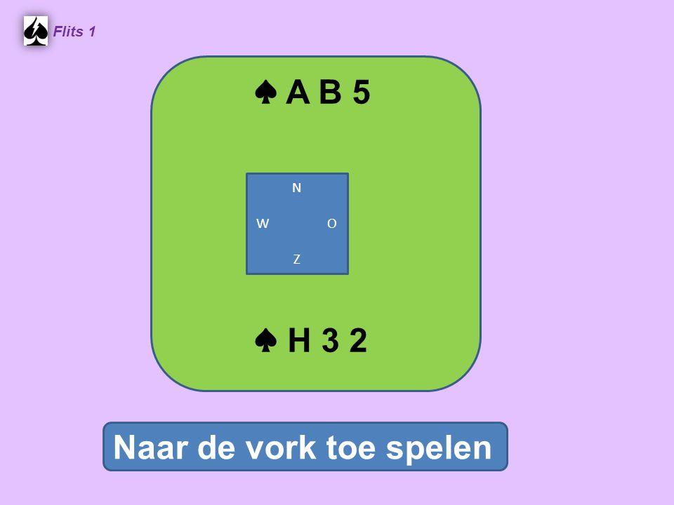 ♠ A B 5 Flits 1 Naar de vork toe spelen ♠ H 3 2 N W O Z