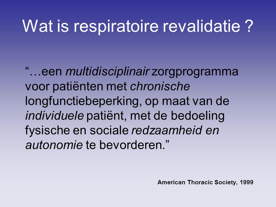 """Wat is respiratoire revalidatie ? """"…een multidisciplinair zorgprogramma voor patiënten met chronische longfunctiebeperking, op maat van de individuele"""