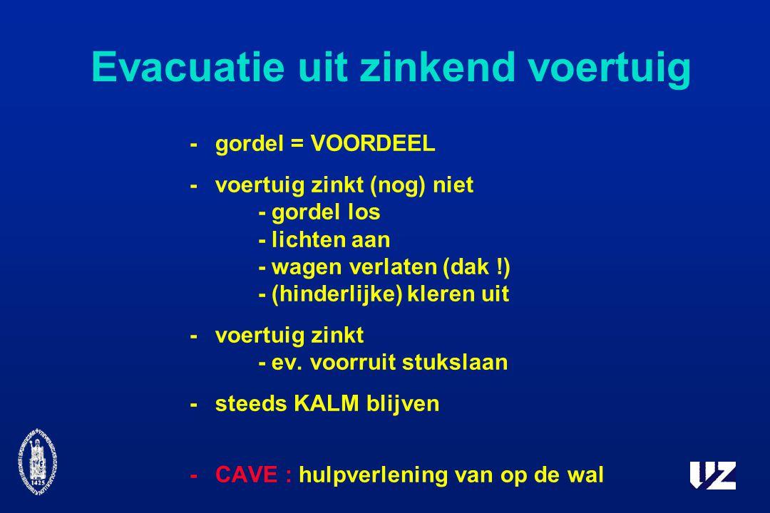 Evacuatie uit zinkend voertuig -gordel = VOORDEEL -voertuig zinkt (nog) niet - gordel los - lichten aan - wagen verlaten (dak !) - (hinderlijke) kleren uit -voertuig zinkt - ev.