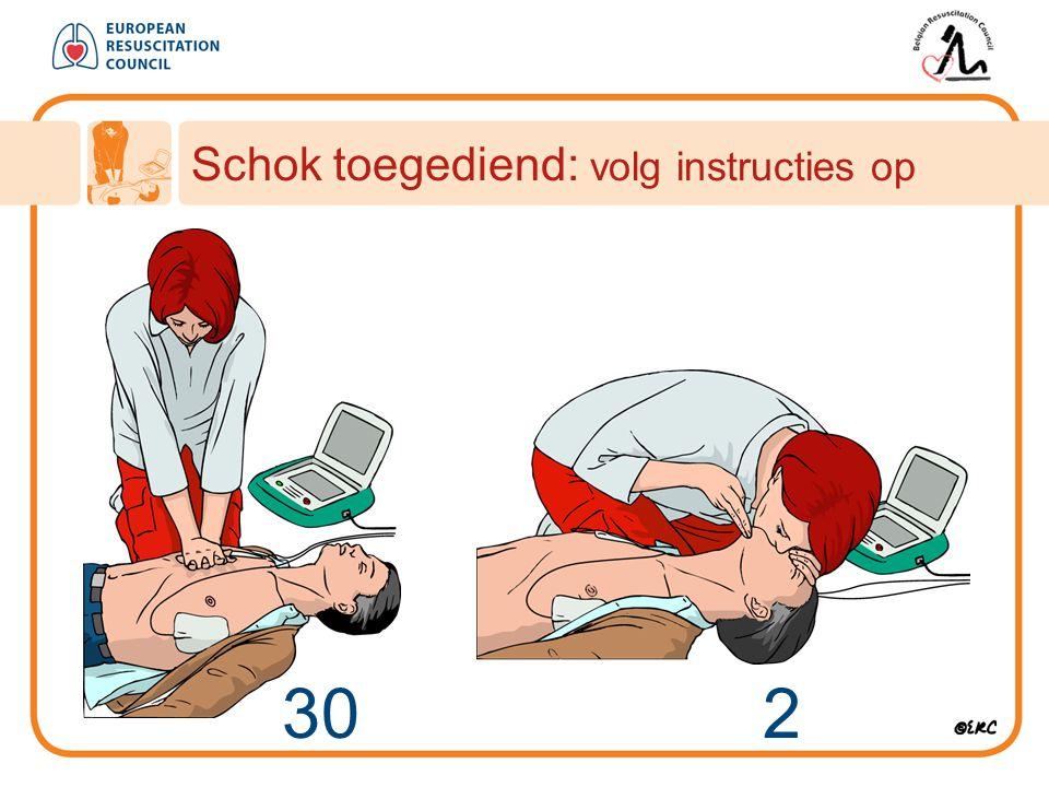 30 2 Schok toegediend: volg instructies op