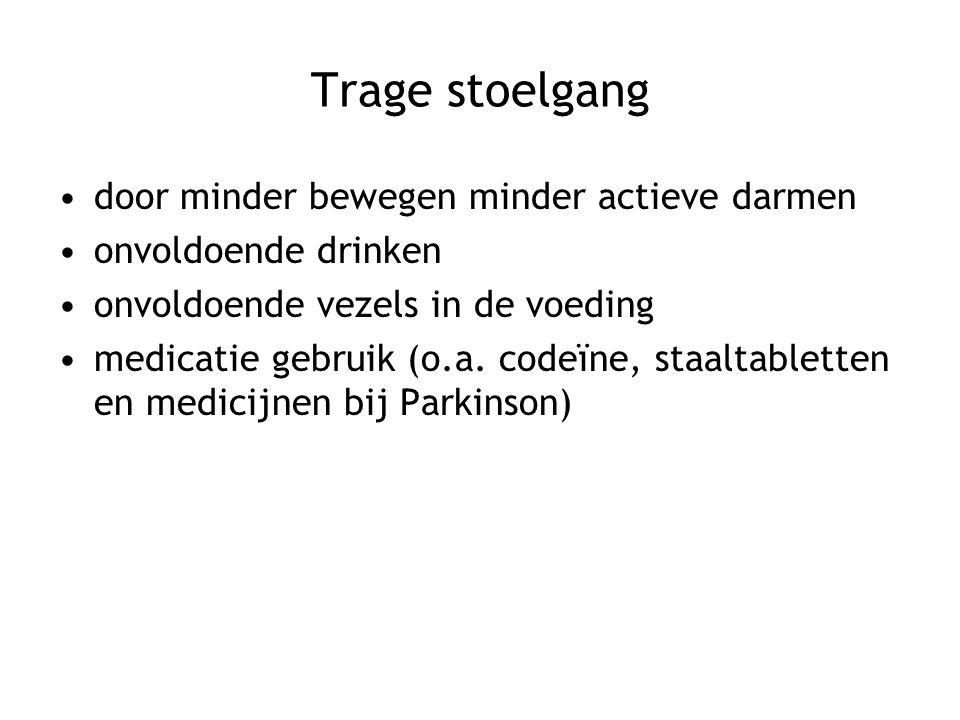 Trage stoelgang door minder bewegen minder actieve darmen onvoldoende drinken onvoldoende vezels in de voeding medicatie gebruik (o.a. codeïne, staalt