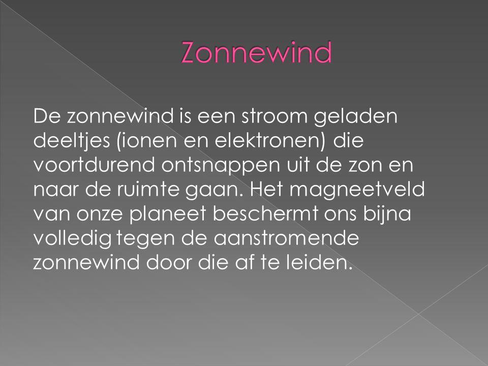 De zonnewind is een stroom geladen deeltjes (ionen en elektronen) die voortdurend ontsnappen uit de zon en naar de ruimte gaan. Het magneetveld van on