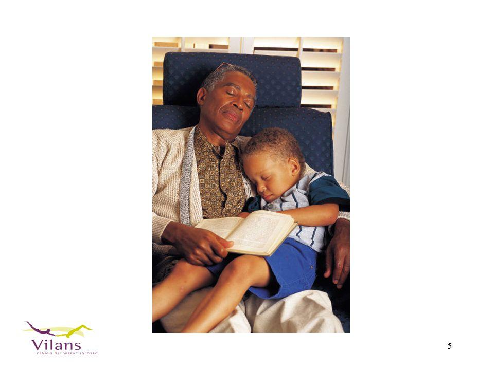 16 Gezinsbegeleidster helpt thuis bij opvoeden van kind (PPG)
