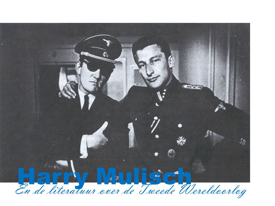Hugo Claus en Harry Mulisch, verkleed als Duitse officieren, ca. 1970
