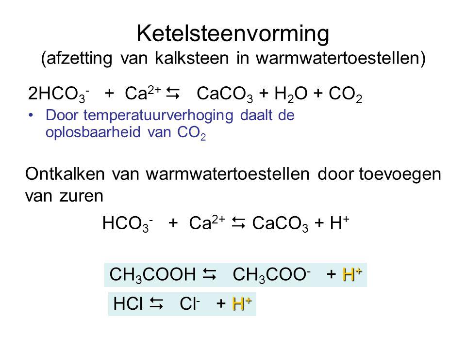 Ketelsteenvorming (afzetting van kalksteen in warmwatertoestellen) 2HCO 3 - + Ca 2+  CaCO 3 + H 2 O + CO 2 Door temperatuurverhoging daalt de oplosba