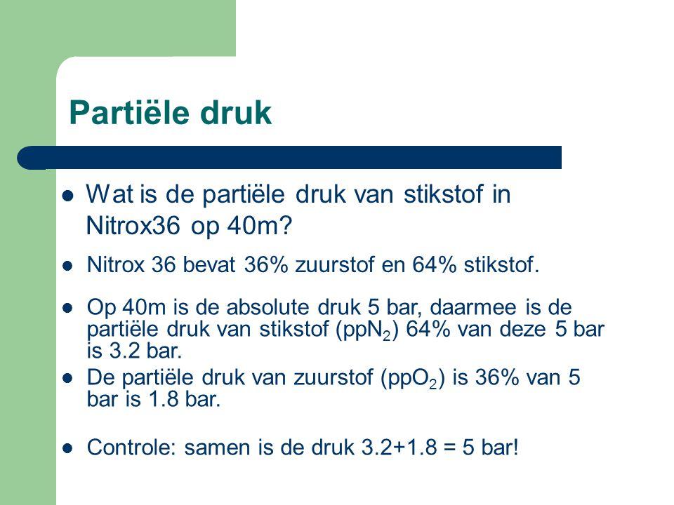 Partiële druk Wat is de partiële druk van stikstof in Nitrox36 op 40m.
