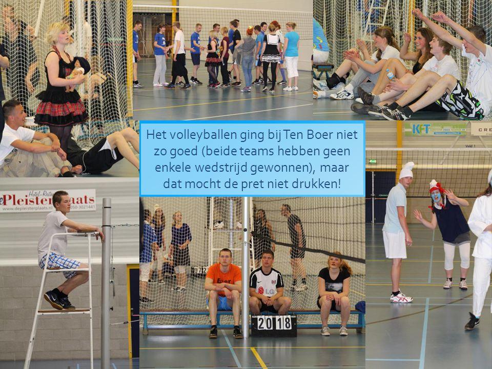 Het volleyballen ging bij Ten Boer niet zo goed (beide teams hebben geen enkele wedstrijd gewonnen), maar dat mocht de pret niet drukken!