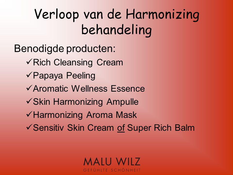 Harmonizing behandeling Reiniging: Rich Cleansing Cream Aromatic Wellness Essence Breng de Rich Cleansing Cream met vochtige handen op.