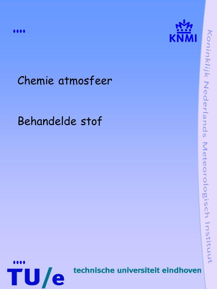 Polaire ozongat ozonafbraak door Cl Cl natuurlijk via CH 3 Cl maar vooral antropogeen via CFK's CF 2 Cl 2 + h  Cl + CF 2 Cl normaal Cl in reservoir verbinding zoals ClONO 2 In polaire winter zeer lage temperaturen polaire stratosfeer wolken T  196 K - Cl uit reservoirverbinding in actieve vorm via heterogene reacties op oppervlak wolkendeeltjes in vorm van Cl 2, HOCl -denitrificatie: HNO 3 condensatie op ijskristallen, uitzakking en verwijdering NO 2, nodig voor reservoir verbinding ClONO 2