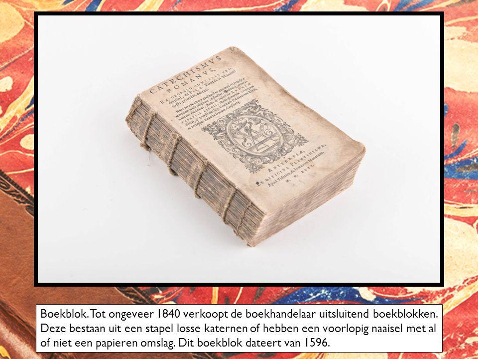 Boekblok. Tot ongeveer 1840 verkoopt de boekhandelaar uitsluitend boekblokken.