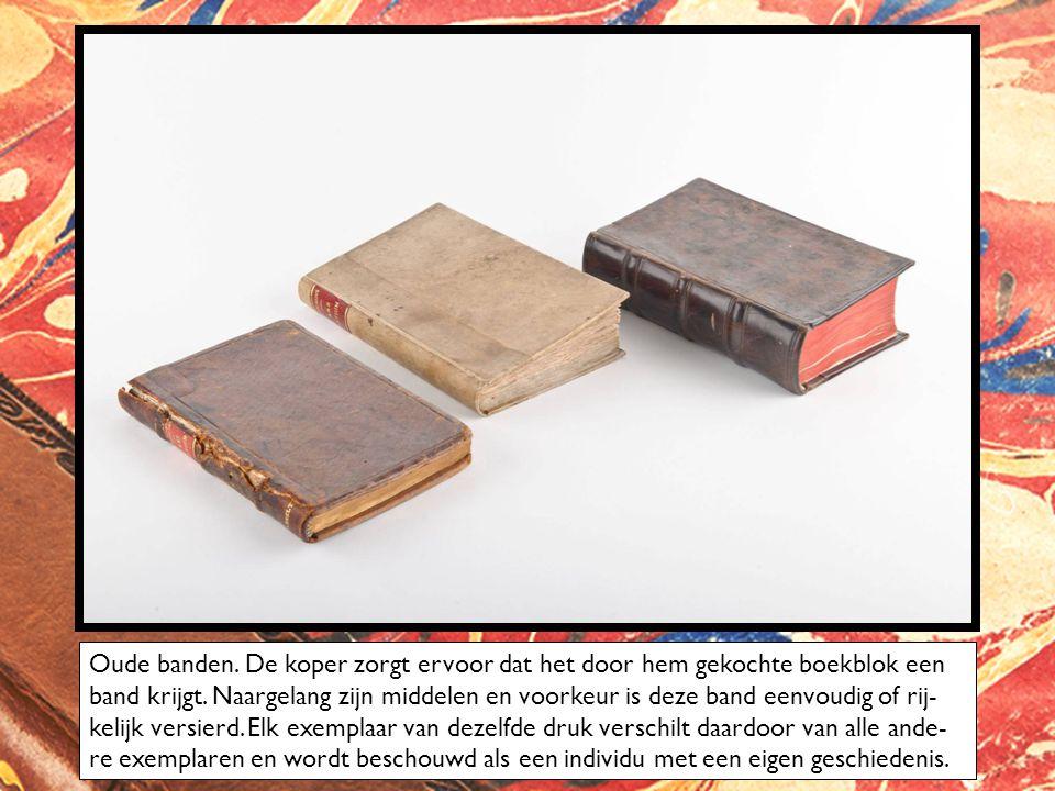 Oude banden. De koper zorgt ervoor dat het door hem gekochte boekblok een band krijgt.