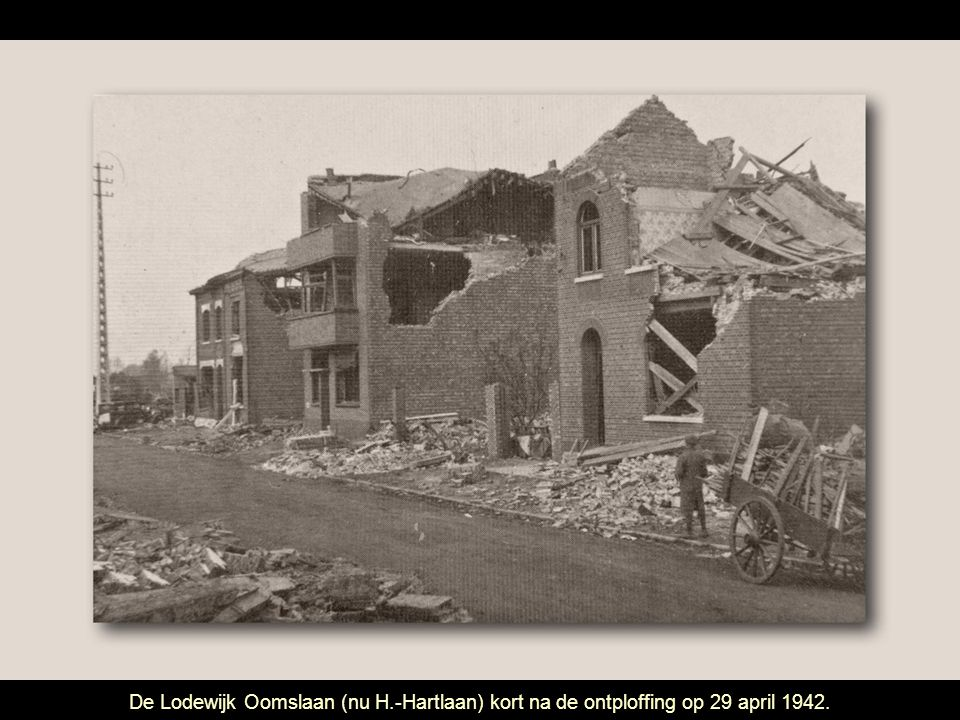 De Lodewijk Oomslaan (nu H.-Hartlaan) kort na de ontploffing op 29 april 1942.
