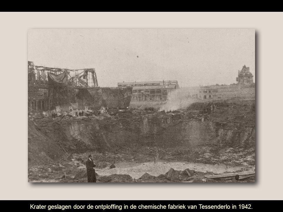 Krater geslagen door de ontploffing in de chemische fabriek van Tessenderlo in 1942.