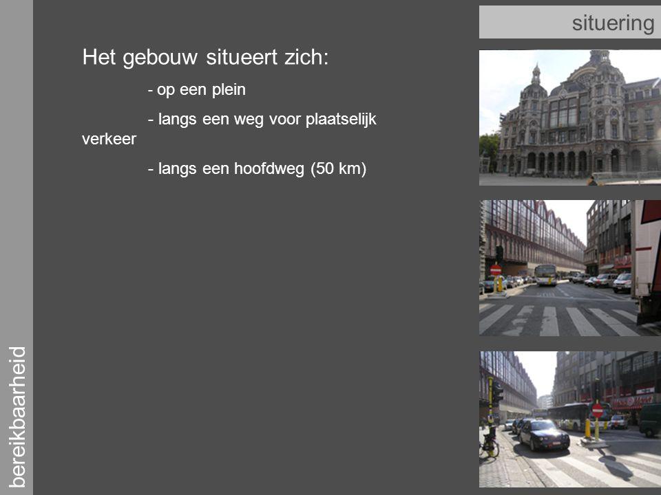 bereikbaarheid situering Het gebouw situeert zich: - op een plein - langs een weg voor plaatselijk verkeer - langs een hoofdweg (50 km)