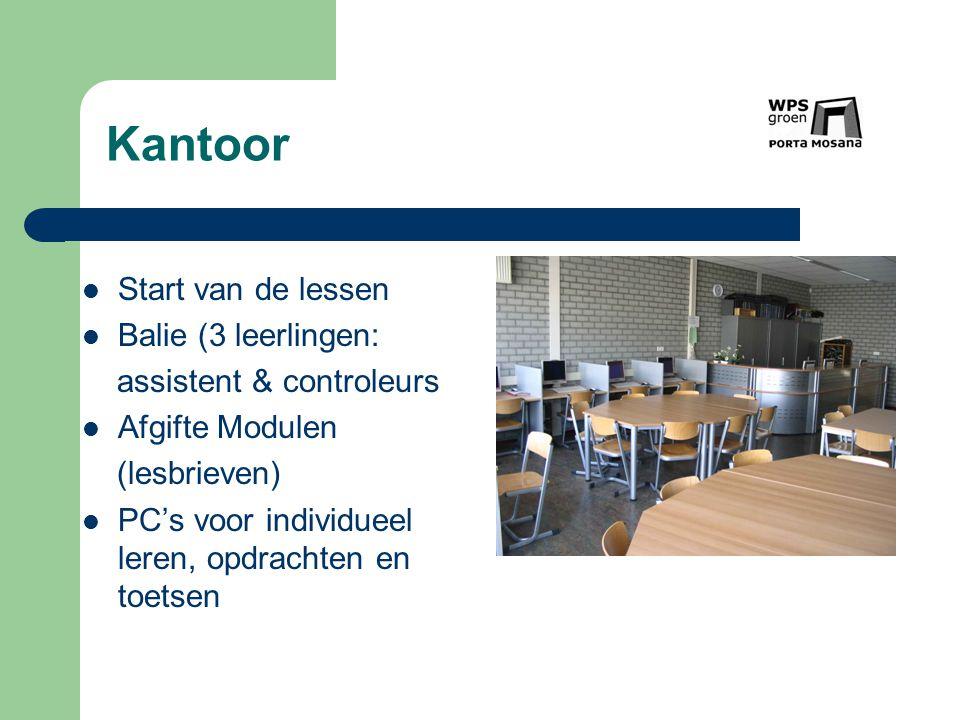 Kantoor Start van de lessen Balie (3 leerlingen: assistent & controleurs Afgifte Modulen (lesbrieven) PC's voor individueel leren, opdrachten en toets