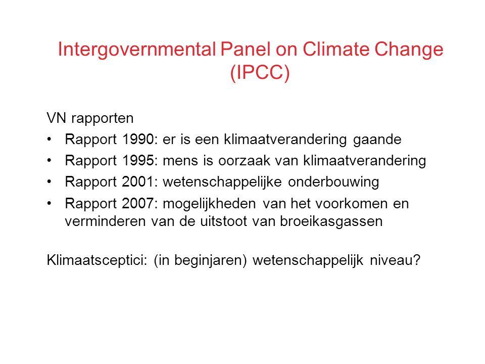 Intergovernmental Panel on Climate Change (IPCC) VN rapporten Rapport 1990: er is een klimaatverandering gaande Rapport 1995: mens is oorzaak van klimaatverandering Rapport 2001: wetenschappelijke onderbouwing Rapport 2007: mogelijkheden van het voorkomen en verminderen van de uitstoot van broeikasgassen Klimaatsceptici: (in beginjaren) wetenschappelijk niveau?