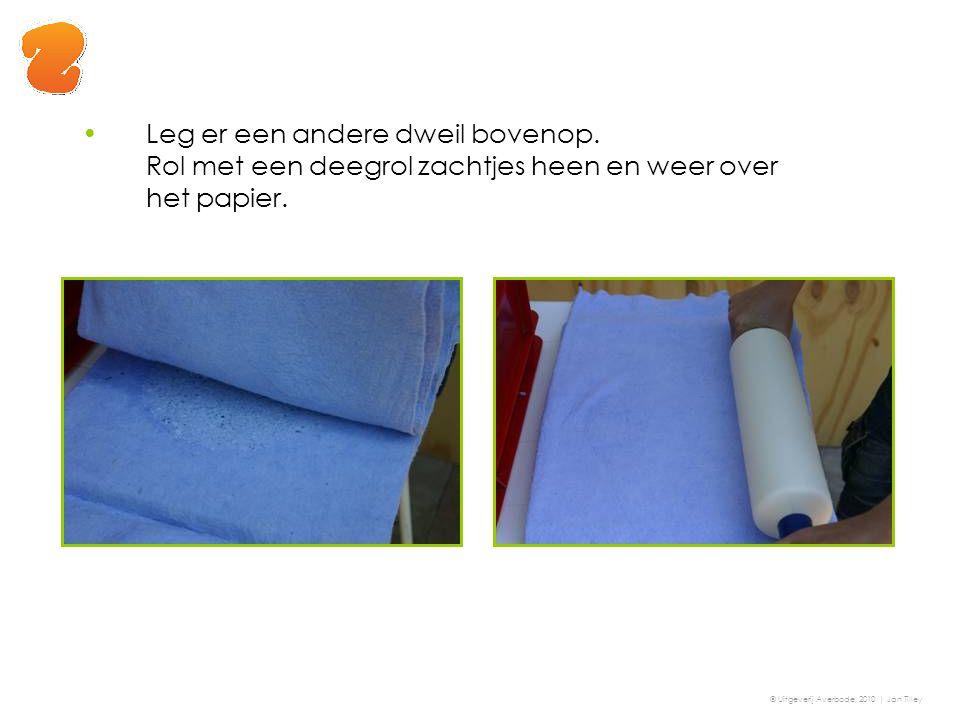 Leg er een andere dweil bovenop. Rol met een deegrol zachtjes heen en weer over het papier. © Uitgeverij Averbode, 2010 | Jan Tilley