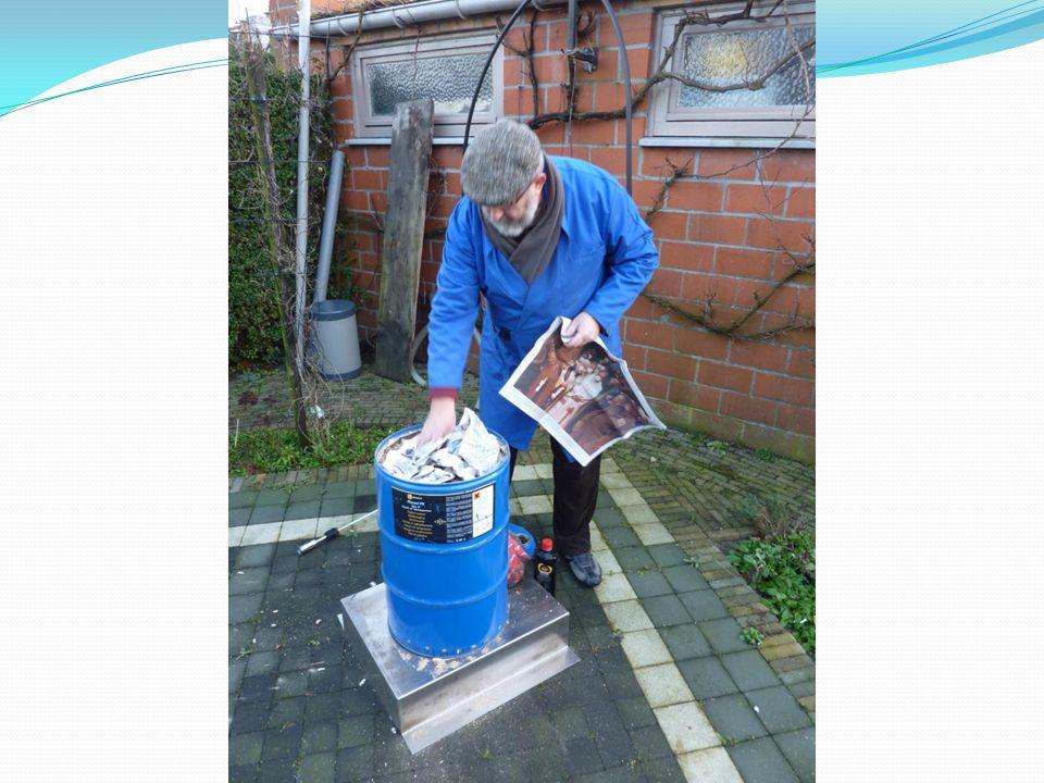 Aanmaakmateriaal: Krantenpapier Aanmaakvloeistof voor BBQ Aanmaakblokjes