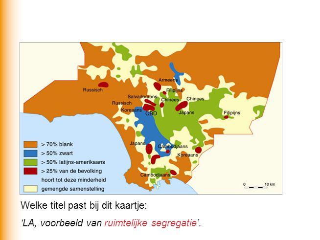 Voor de ruimtelijke segregatie is een economische en een sociaal-culturele reden. Welke?