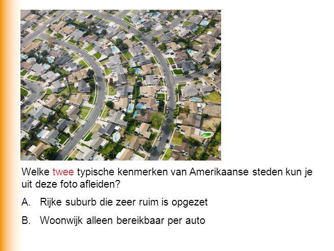 Welke twee typische kenmerken van Amerikaanse steden kun je uit deze foto afleiden? A.Rijke suburb die zeer ruim is opgezet B.Woonwijk alleen bereikba