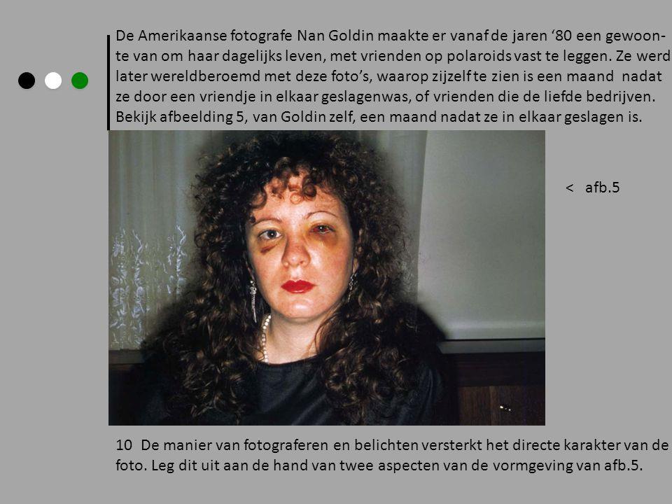 De Amerikaanse fotografe Nan Goldin maakte er vanaf de jaren '80 een gewoon- te van om haar dagelijks leven, met vrienden op polaroids vast te leggen.