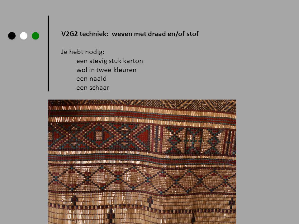 V2G2 techniek: weven met draad en/of stof Je hebt nodig: een stevig stuk karton wol in twee kleuren een naald een schaar