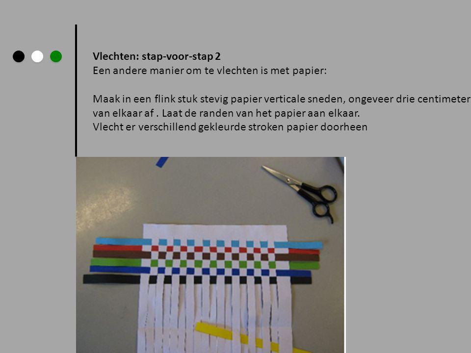 Vlechten: stap-voor-stap 2 Een andere manier om te vlechten is met papier: Maak in een flink stuk stevig papier verticale sneden, ongeveer drie centim