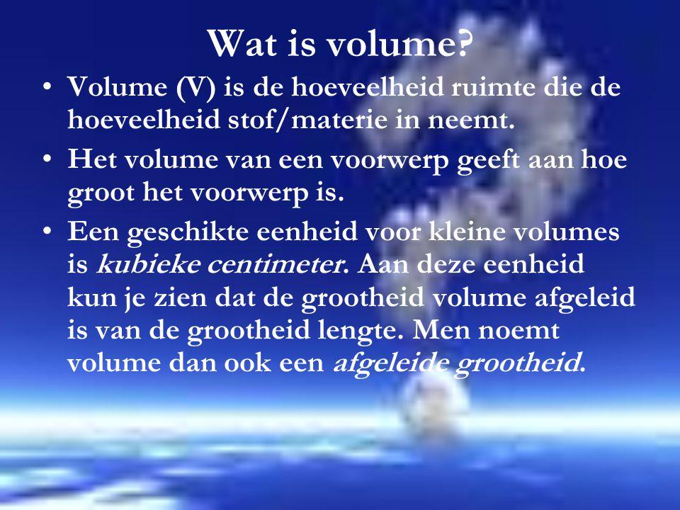 Wat is volume.Volume (V) is de hoeveelheid ruimte die de hoeveelheid stof/materie in neemt.