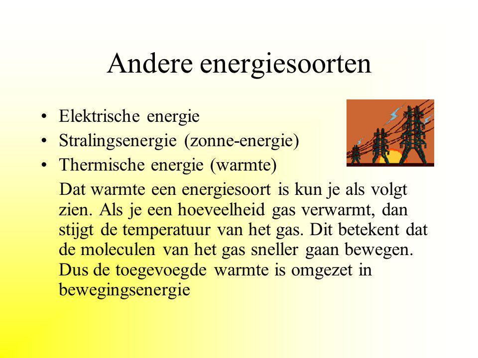 Bewegingsenergie Een bewegende massa heeft bewegingsenergie. Bekende energiebronnen hierbij zijn wind en stromend water. Wind werd vroeger en nu als e