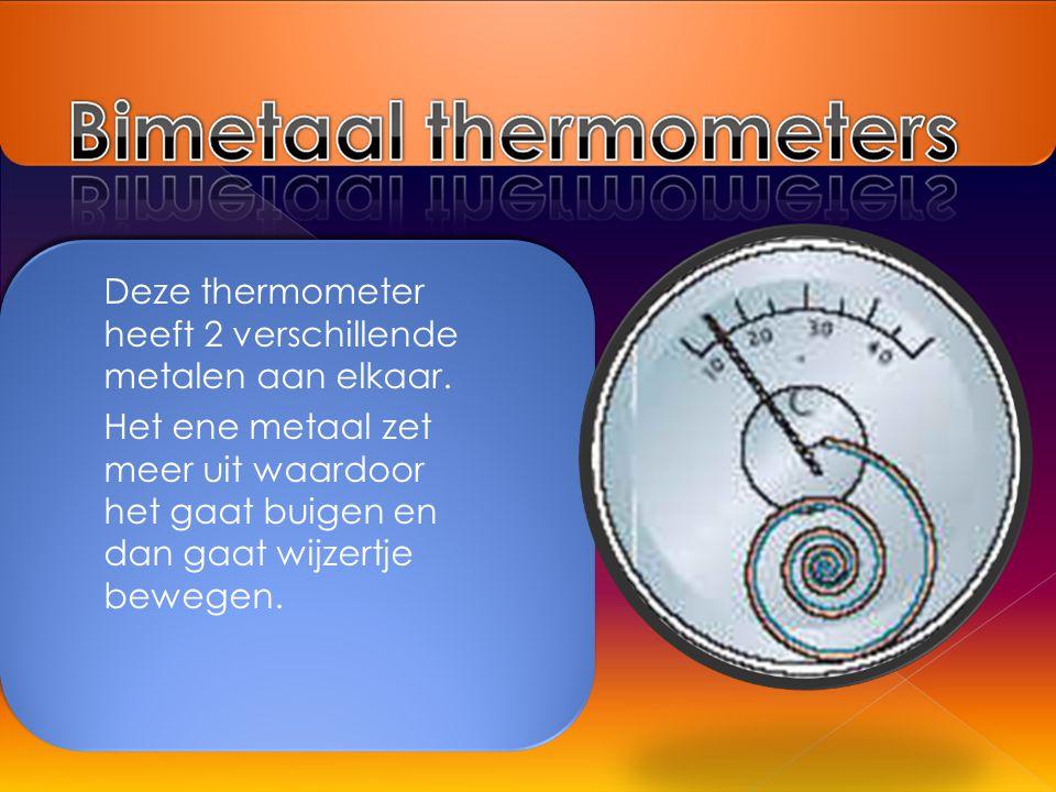 Deze thermometer heeft 2 verschillende metalen aan elkaar. Het ene metaal zet meer uit waardoor het gaat buigen en dan gaat wijzertje bewegen.