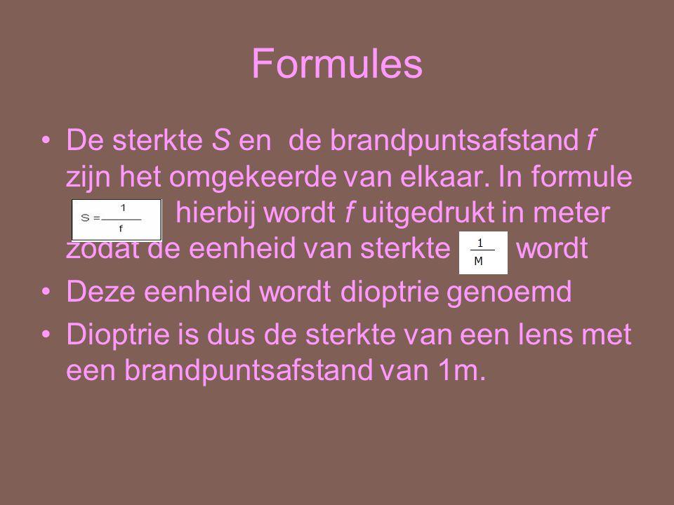 Formules De sterkte S en de brandpuntsafstand f zijn het omgekeerde van elkaar. In formule hierbij wordt f uitgedrukt in meter zodat de eenheid van st