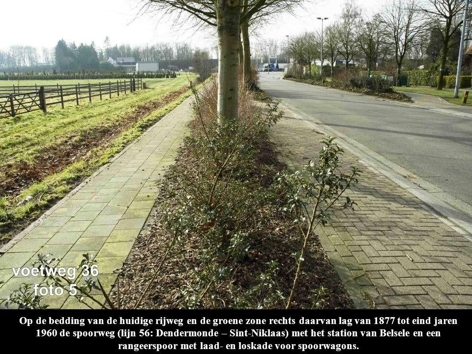 Op de bedding van de huidige rijweg en de groene zone rechts daarvan lag van 1877 tot eind jaren 1960 de spoorweg (lijn 56: Dendermonde – Sint-Niklaas) met het station van Belsele en een rangeerspoor met laad- en loskade voor spoorwagons.